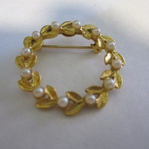 Vintage Gold tone Pearl Wreath Brooch